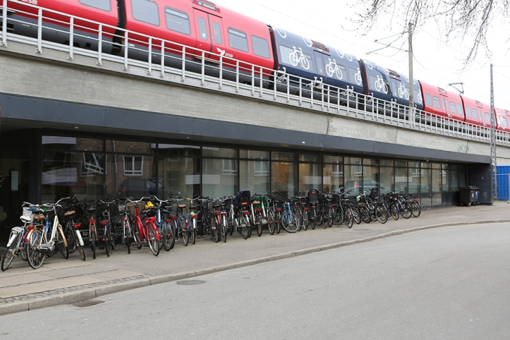 Behind the row of bikes are the windows of the artist-run Sydhavn Station